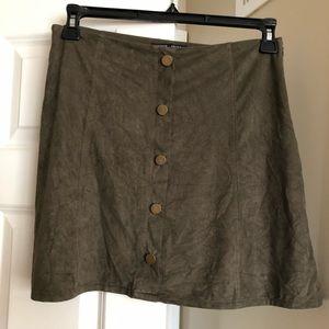 Cute green skirt!!